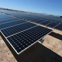 صورة «هيلث آند سيفتى هوم» تدير خدمات الطاقة الشمسية فى بنبان بعد انتهاء عقد «حسن علام»