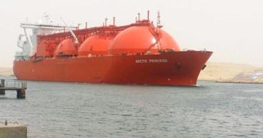 صورة مصادر بالبترول: بدء تحميل أول شحنة غاز مسال للتصدير من دمياط