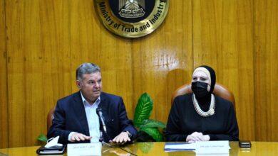 صورة وزيرا التجارة والصناعة وقطاع الأعمال يبحثان توفير احتياجات مصانع النسيج من الأقطان والغزول